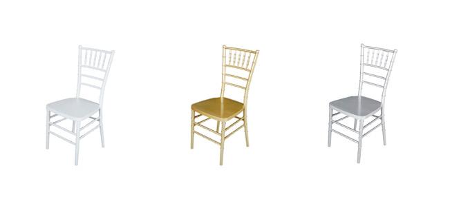 sillas color dorado, plata y blanco